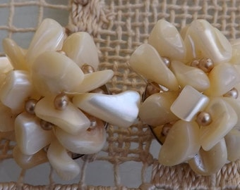 Vintage Shell and Bakelite Bead Earrings [L08]