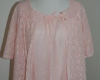 SALE Vintage pink lace peignoir set - Snowdon