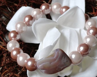 Pink Pearl bracelet with shell accent