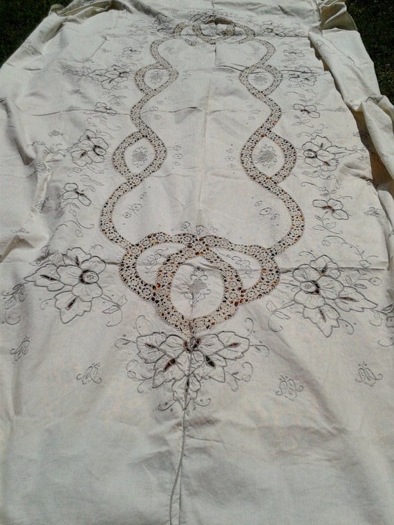 Long Antique Cut out Tablecloth Lace Inlay Handmade Cotton Linen Floral Hand Embroidery Rectangle 10/12 pers Heavy Worked Never Used