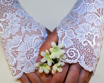 Bridal Lace Gloves White Flowers Lace Fingerless Gloves Floral White Stretch Lace White Bridesmaid Silver White Sparkle
