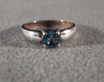 Vintage Sterling Silver Solitaire Ring with Large Round Blue Topaz Stone, size 8     M