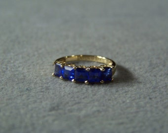 Vintage 10 k Yellow Gold  Vintage 5 Square  bold Blue  cubic zirconia Wedding  band ring, size 6