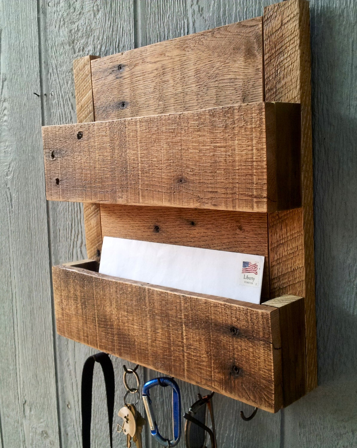 Reclaimed Pallet Wood Mail and Key Rack / The Delilah / No.104