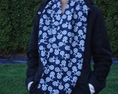 Loop scarf with bicycles. Navy and white cotton flannel.