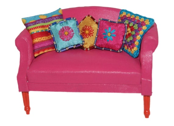 Dollhouse Minature Hot Pink Sofa With Pillows
