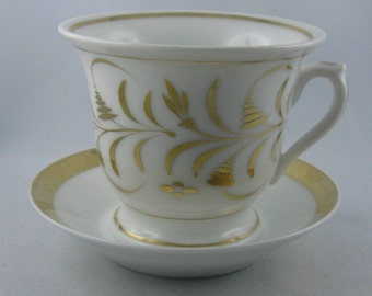 10% OFF: Original BIEDERMEIER cup and saucer made of porcelain. White with gold painting. Paris / France about 1820 - 1830. VINTAGE