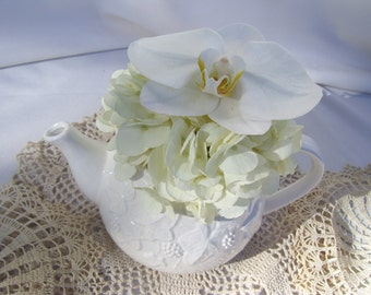 White Tea Pot with Ivy and Berries