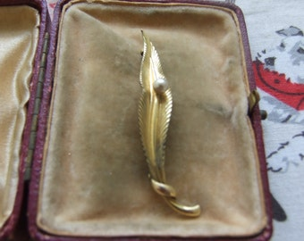Vintage gold leaf brooch by Amerikaner AD    60