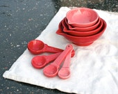 Gift Set Measuring Cups and Matching Measuring Spoons - Ombre Red To Pink Gradient Cinnamon Colors - Hand Painted Prep Bowls - Made To Order