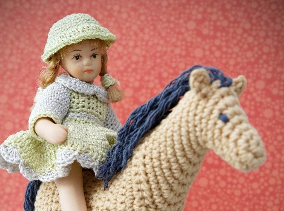 Curly Pony crochet pattern, pony amigurumi pattern, horse crochet pattern, horse amigurumi pattern, toy pattern for newborns and toddlers