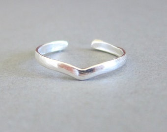 Adjustable Sterling Silver Chevron Toe Ring, Midi Ring, knuckle Ring.