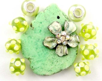 Green Turquoise With Vintage Floral Accent, Glass Bead Set  E1343