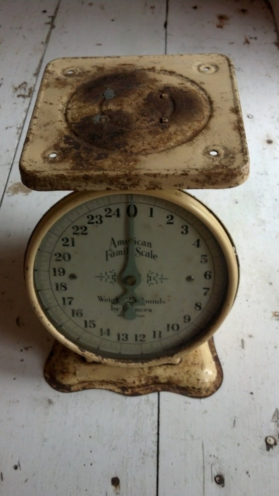 Vintage american family scale rustic farmhouse kitchen for Rustic kitchen scale