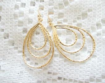 Simple teardrops earrings