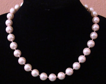 Vintage pink glass bead Princess length necklace with rhinestone catch