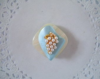 Upcycled Vintage Jewelry Refrigerator Magnet ((206) - White Grapes
