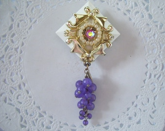 Upcycled Vintage Jewelry Refrigerator Magnet (909) Grapes