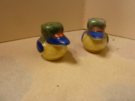 Colorful vintage bird salt and pepper shakers japan by Colorful salt and pepper shakers