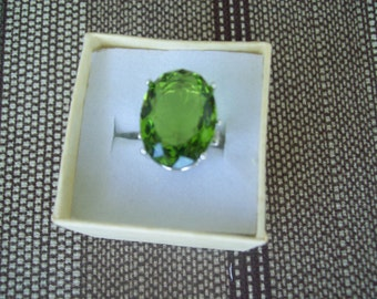 Peridot Green Ring Sterling Silver - 18x13 mm
