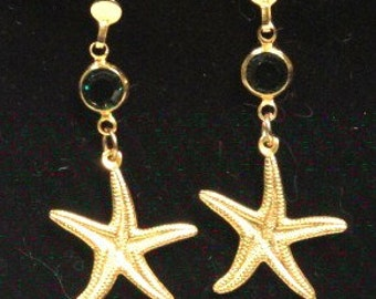 Starfish pierced earrings with green crystal