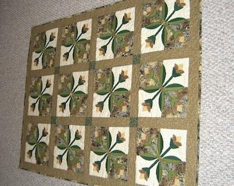 HandmadeTulip Applique Quilt