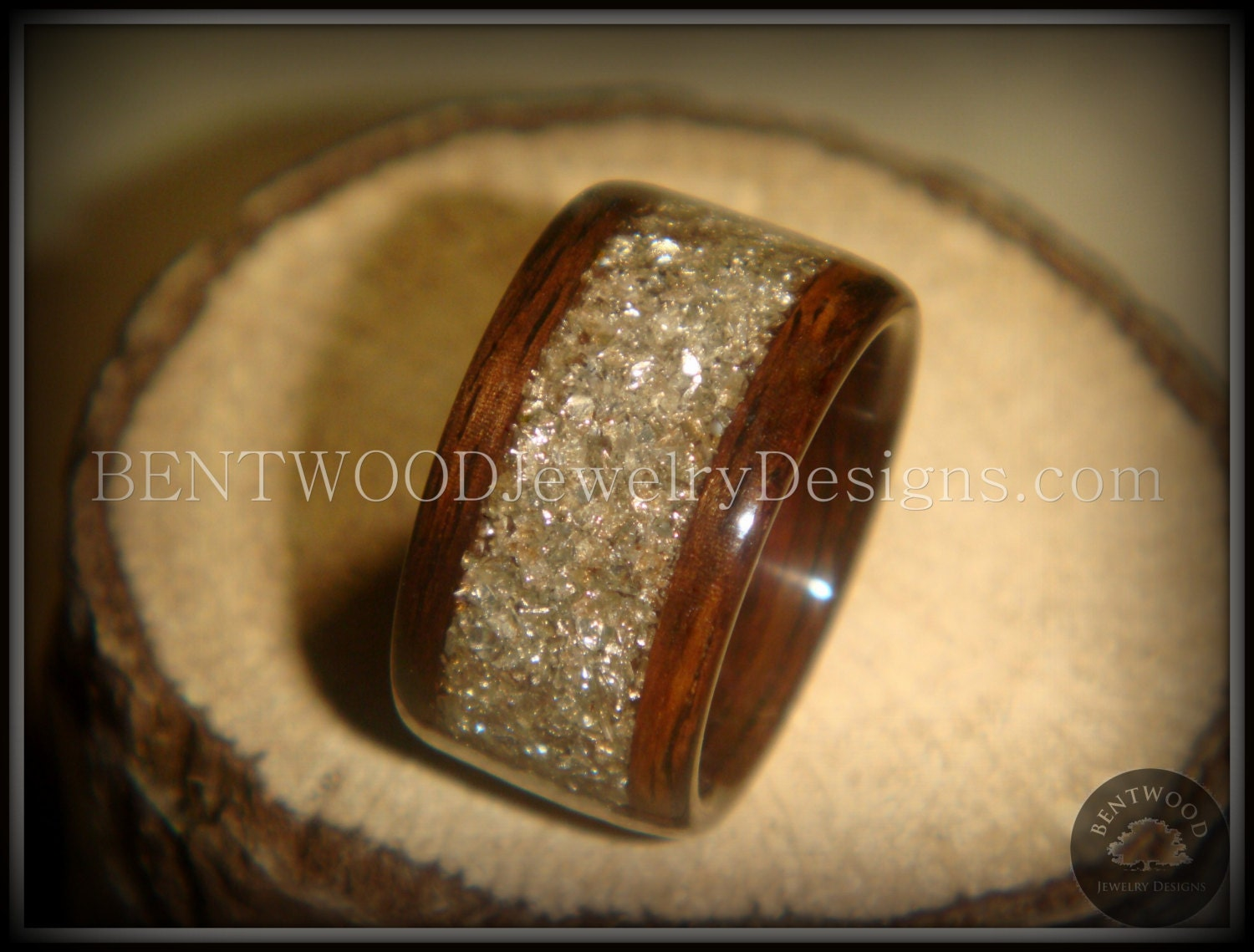 ... beautiful wooden engagement ring,. 🔎zoom