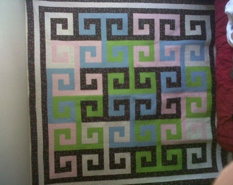 Interlocking Column Quilt Pattern Queen Size