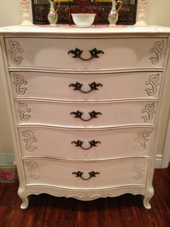 Vintage French Provincial Chest Of Drawers By Bassett