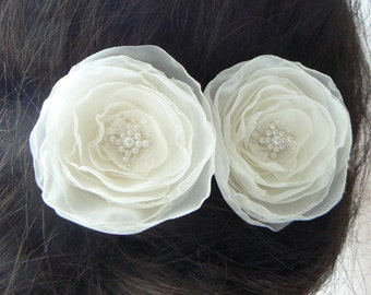 Ivory bridal hair flowers (set of 2), wedding hair pins, bridal hair flowers, wedding hair accessories, flower hair clips.
