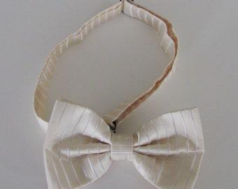 Mens Bow Tie Cream Tone On Tone Banded Pre Tied Bow Tie
