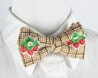 Strawberry Picnic ~ Clip-on Bow Tie