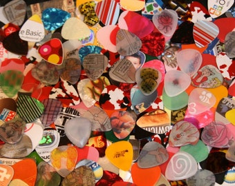 New Assorted Guitar Picks Made from Recycled Plastic Cards (Mixed Colors)