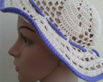Summer hat in beige