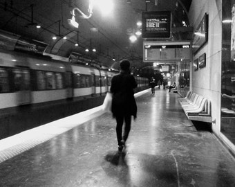 Canvas wall art: Paris metro station - silhouette, woman walking from behind - B/W photo on ready to hang canvas