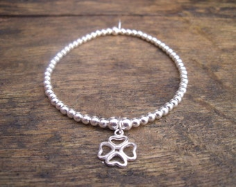 925 Sterling Silver Elasticated Bracelet with Shamrock Charm