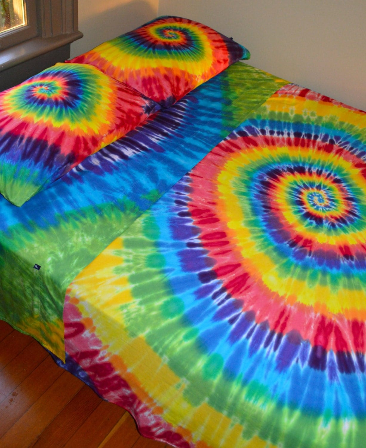 Hand Dyed Queen Sheet Set In Vibrant Rainbow Tie Dye Colors