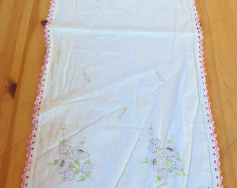 vintage EMBROIDERED DRESSER SCARF doily, table runner  -- cheerful pink daisies with black latticework trim