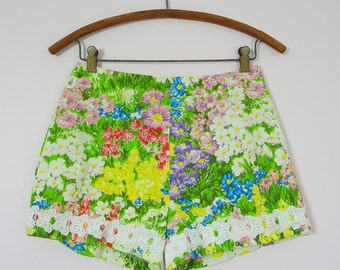 1960s Summer Beach Resort Short Shorts Size S