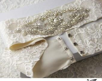 Bridal sash Bridal Belt Wedding Sash Crystal Sash Jeweled Belt Satin Ribbon Sash with Rhinestone applique
