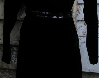 med/ large Vampira Witch or Downtown Abbey Maid or Colonial Pilgrim, Black Velvet Dress w/ cream white lace collar