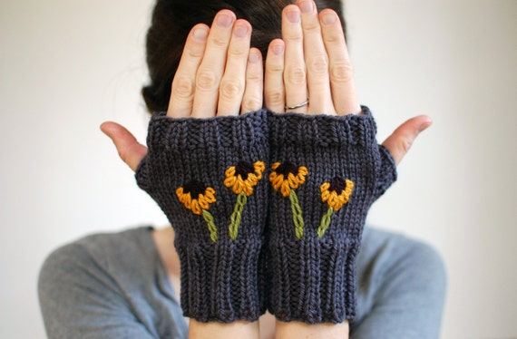 Black-Eyed Susan Fingerless Gloves, Embroidered Wool Knit Mittens, in Gray (A01)
