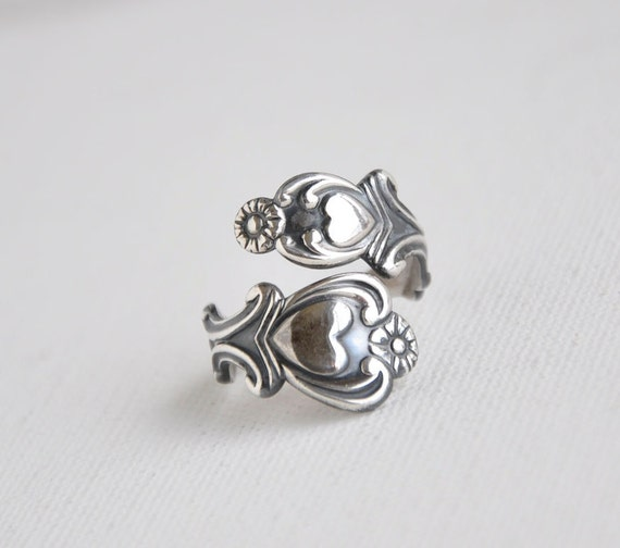 Vtg Sterling Silver Avon Spoon Ring Heart Motif 1975 Size 8 Bypass Adjustable Ring