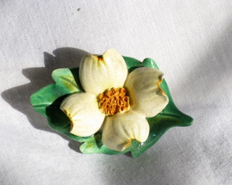 Vinatage Porcelain Hand Painted Floral Dogwood Brooch Pin (B-3-6)