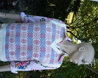 Womens 70s Sweater Vest/ Vintage Sweater Vest/ 70s Costume/ Vintage Vest in Fab Snowflake Pattern in Pastel Colors Size 10-12
