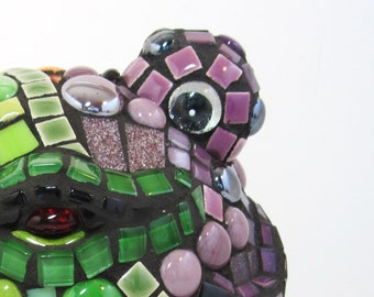 Smiling mosaic frog - ANIMAL LOVERs - FROG frogs mosaic -- Mosaic Will Charm Your Home and Heart . TAGt JillsJoy