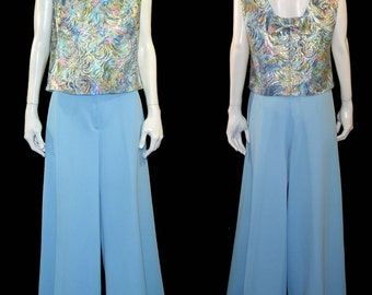 Flowy 1960s wide leg palazzo pant outfit - Medium Large - bright baby blue - sparkly swirl metallic top w back bow
