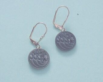 1800s Cornucopia Picture Twinkle Button Earrings