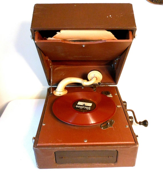 Vintage Silvertone Hand Crank Record Player by 2cool2toss ...