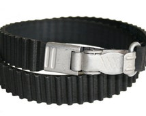 Upcycled groove rubber belt with original milits carabin